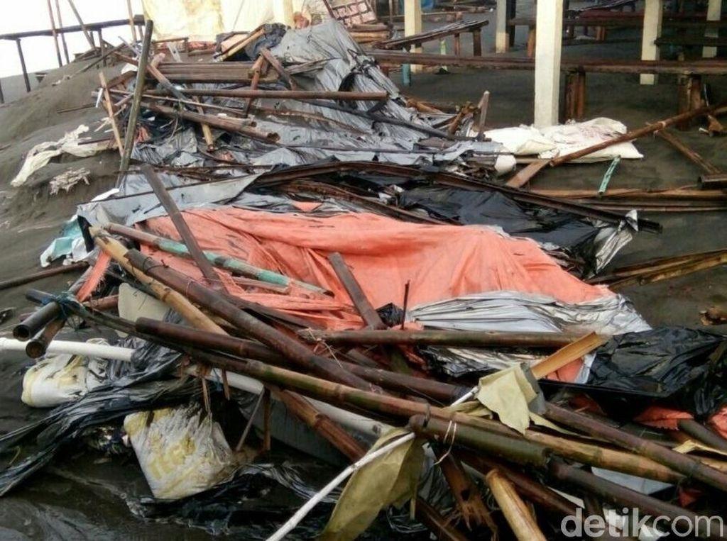 Gelombang Tinggi Rusak Warung di Purworejo dan Kebumen