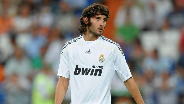 MADRID, SPAIN - AUGUST 24:  Esteban Granero of Real Madrid looks on during his presentation prior to the Santiago Bernabeu Trophy match between Real Madrid and Rosenborg at the Santiago Bernabeu stadium on August 24, 2009 in Madrid, Spain.  (Photo by Jasper Juinen/Getty Images)