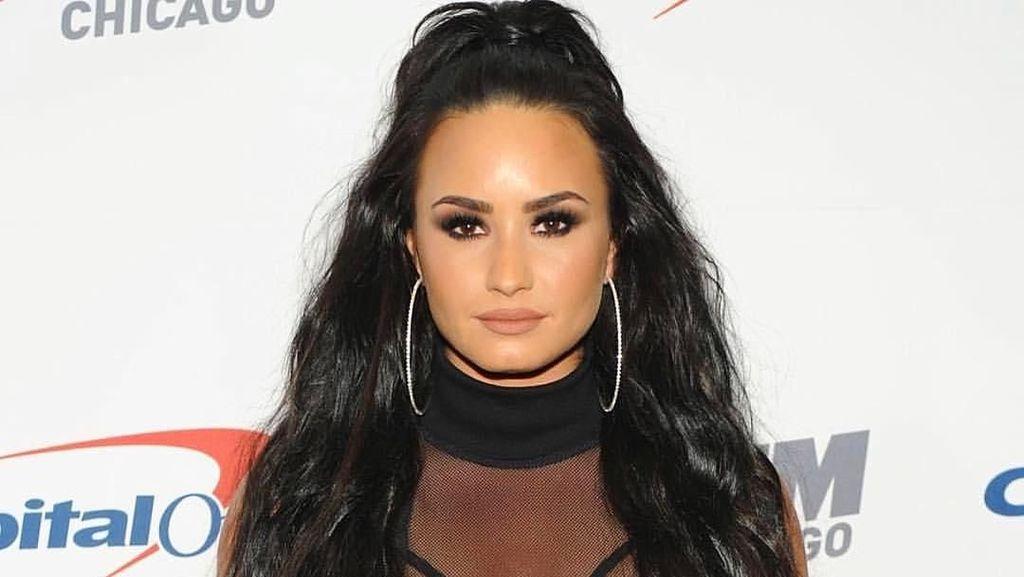Lihat Lagi Gaya Seksi Demi Lovato Sebelum Dirawat Karena Overdosis