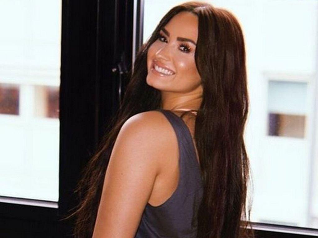 Selamat! Demi Lovato Resmi Bertunangan