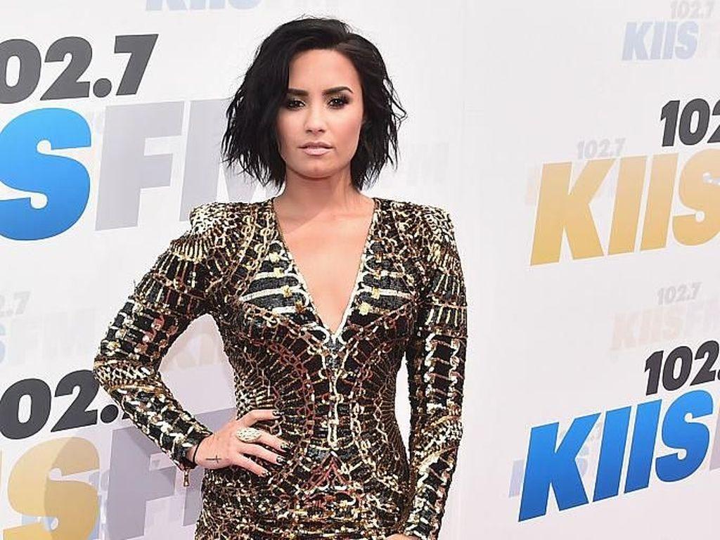 Mulai Babak Baru, Demi Lovato Kini Satu Manajer dengan Ariana Grande