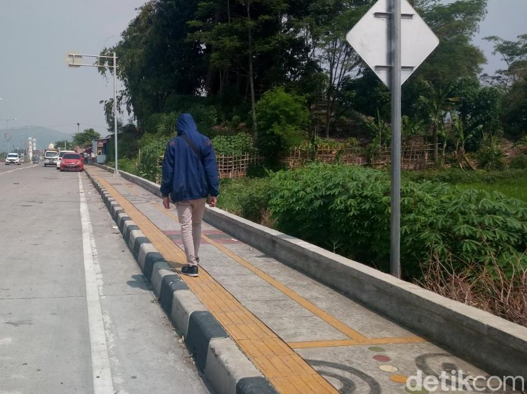 Warga Keluhkan Yellow Line di Kantor Bupati Bandung