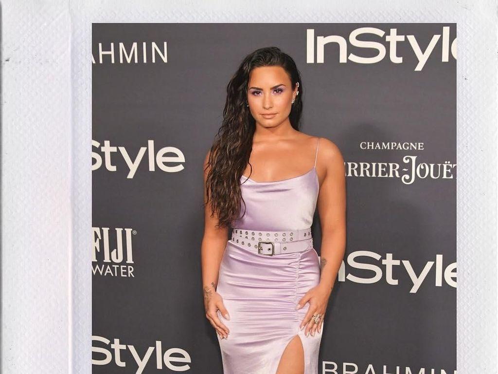 10 Momen Stylish Demi Lovato Sebelum Diduga Overdosis Heroin