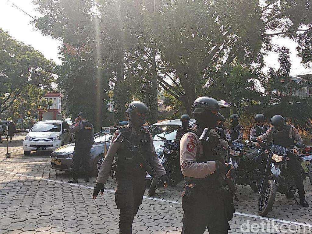 Polisi Bersenjata Kawal KPK Geledah Lapas Sukamiskin
