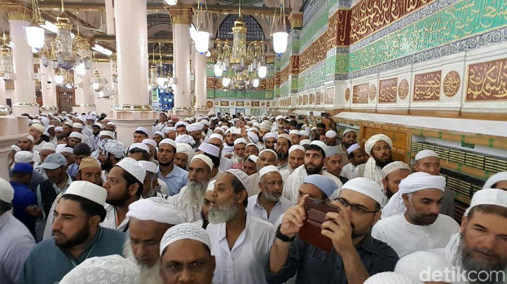 Suasana di Raudhah Masjid Nabawi