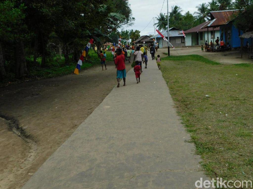 Perjalanan Menantang ke Desa Enem Papua yang Baru Disetrum PLN