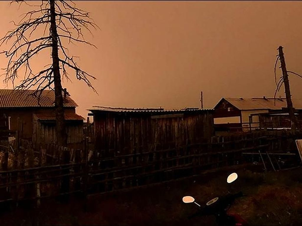 Penampakan Langit Siberia Gelap Misterius dan Bikin Warga Takut