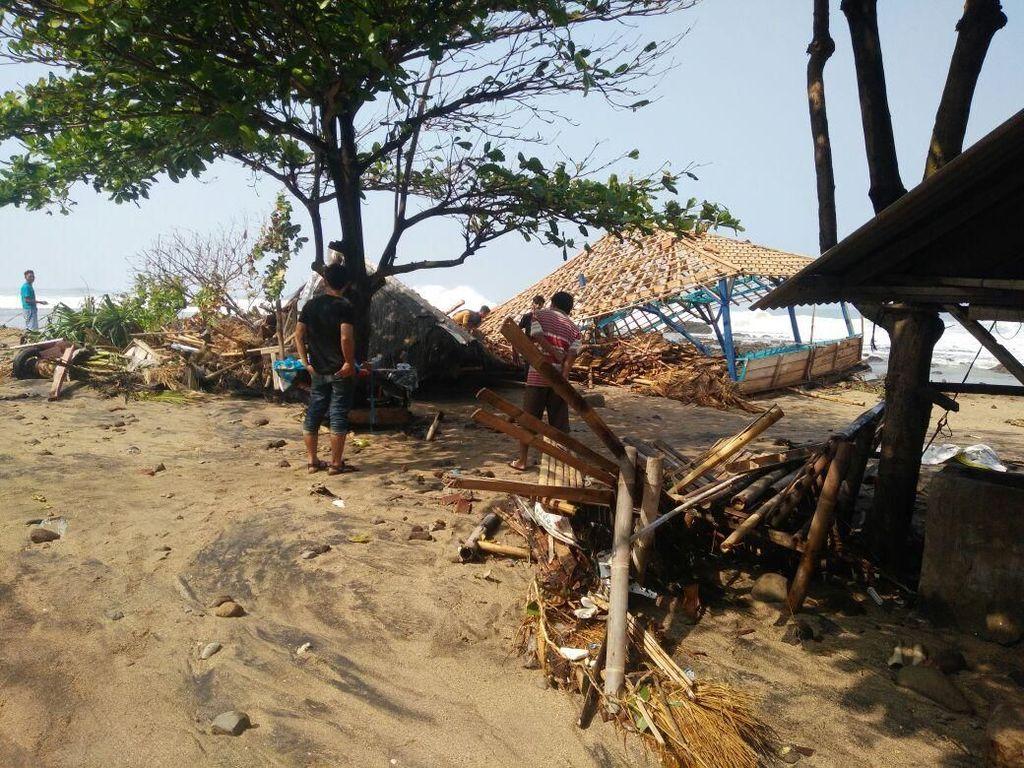 Pemkab Garut Perbaiki Rumah yang Rusak Diterjang Gelombang