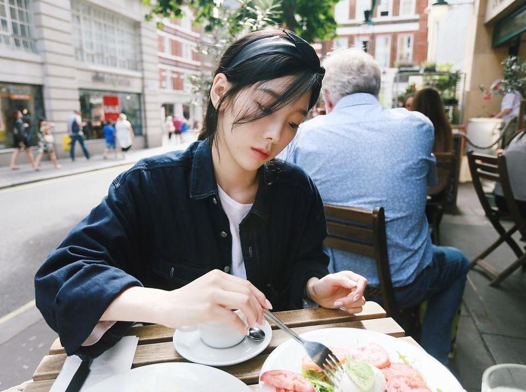 Mengintip Gaya Ngeteh hingga Menghias Cake Taeyeon SNSD yang Cantik