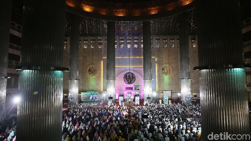 Melihat Suasana Pengajian Akbar DMI di Masjid Istiqlal