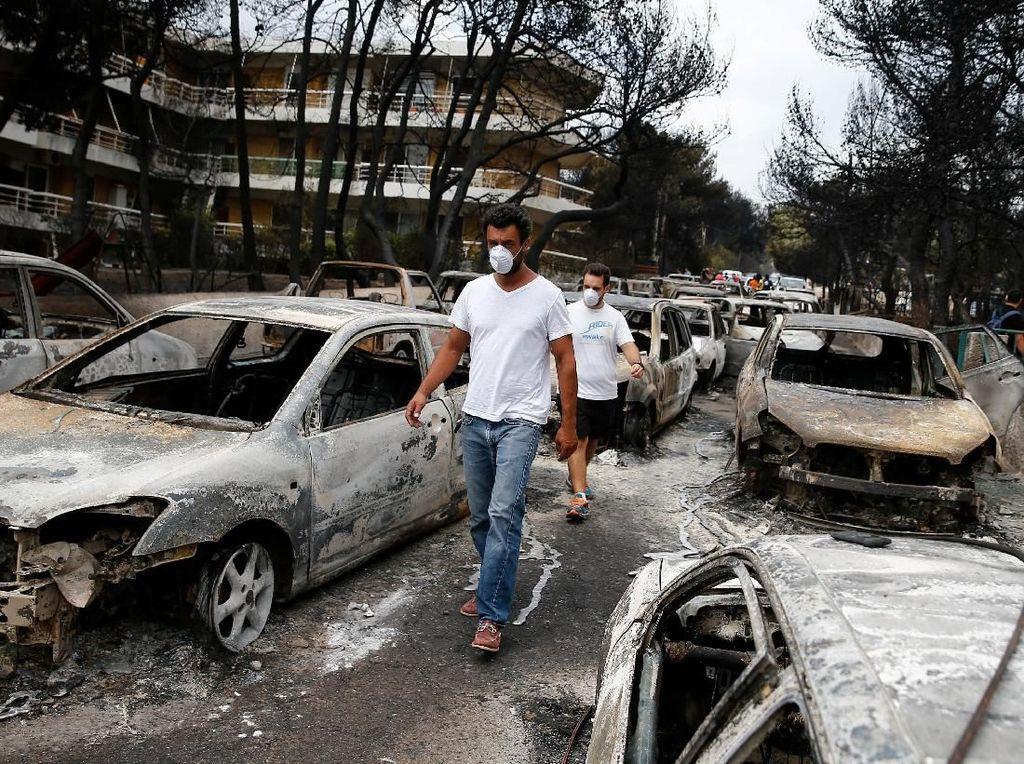 Parahnya Kerusakan Akibat Kebakaran Hutan di Yunani