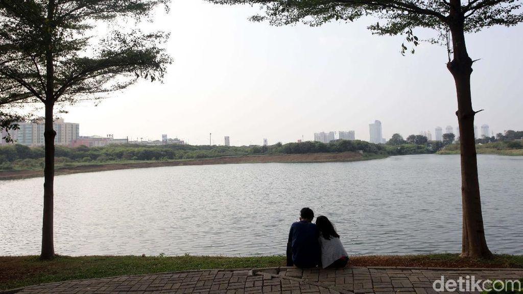 Bermain dan Bersantai di Taman Waduk Ria Rio