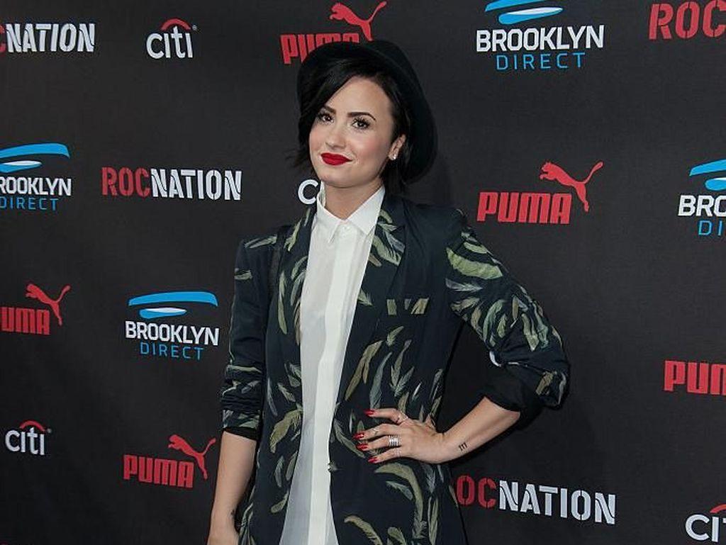 Priyanka Chopra dan Nick Jonas Ikut Doakan Demi Lovato