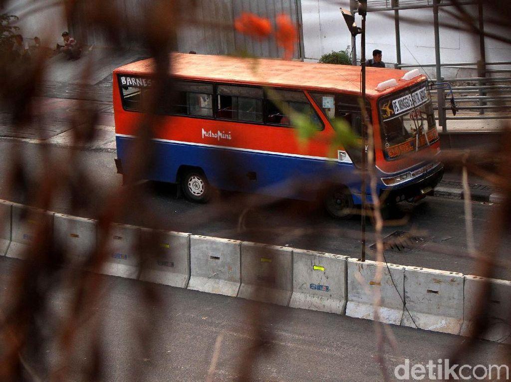 Potret Metromini di Ujung Jurang Eksistensi (1)