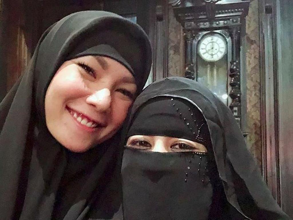 Makan Bareng Umi Pipik dan Mulan Jameela, Kalina Putuskan Berhijab?