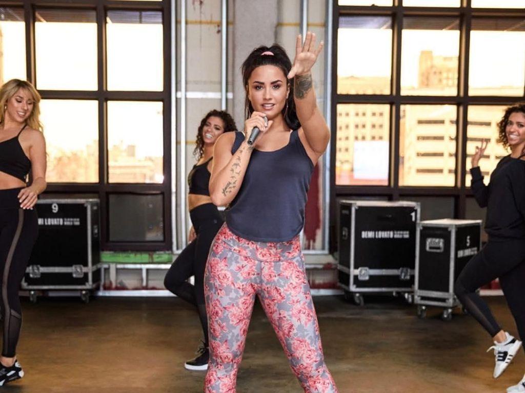2 Pekan Pasca Overdosis, Demi Lovato Akhirnya Tinggalkan Rumah Sakit