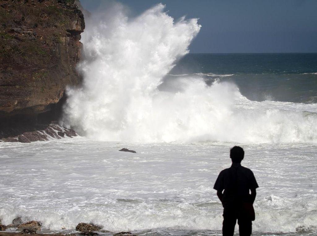 Gelombang Tinggi di Manado dan Sekitarnya Dipicu Siklon Tropis