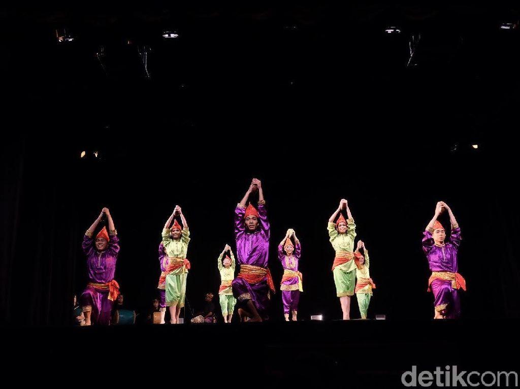 Tarian Minang Jadi Daya Tarik di Pentas ke-3 Indonesia Dance Company