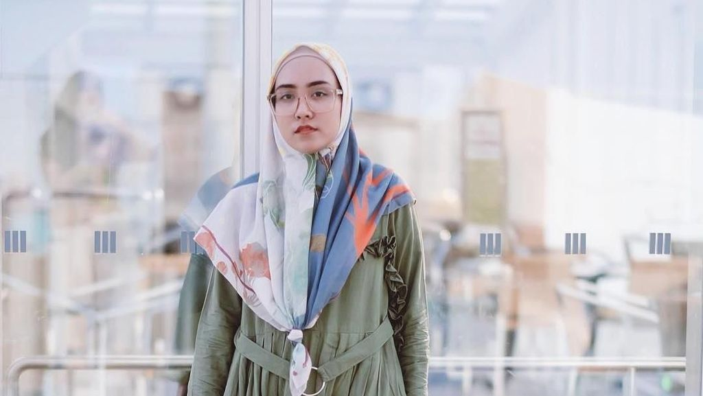 Foto: Deretan Gaya Selebgram Pakai Hijab Ikan Bawal yang Lagi Tren