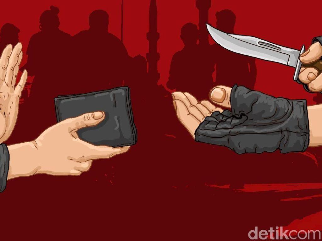 Pura-pura Tanya Alamat, Pencuri Bersenjata Tajam Bawa Kabur HP di Jakbar