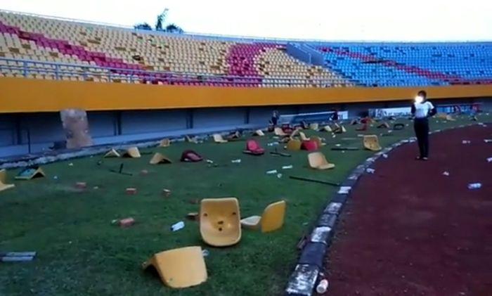 Stadion Gelora Sriwijaya di Jakabaring Sport City (JSC), Palembang porak-poranda dirusak suporter akhir pekan lalu. Pool/IG Jakabaring Sport City.