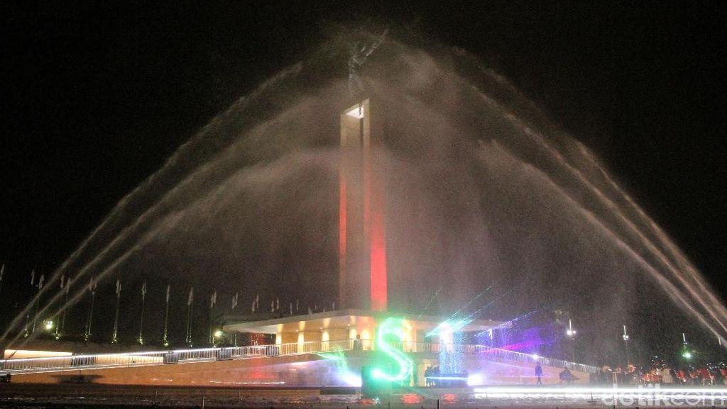 Melihat Kerennya Air Mancur Menari di Lapangan Banteng
