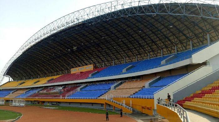 Setelah sempat dirusak suporter, kini Stadion Gelora Sriwijaya di Jakabaring Sport City (JSC), Palembang kembali rapi. Yuk lihat fotonya sebelum dan sesudah dirapikan.