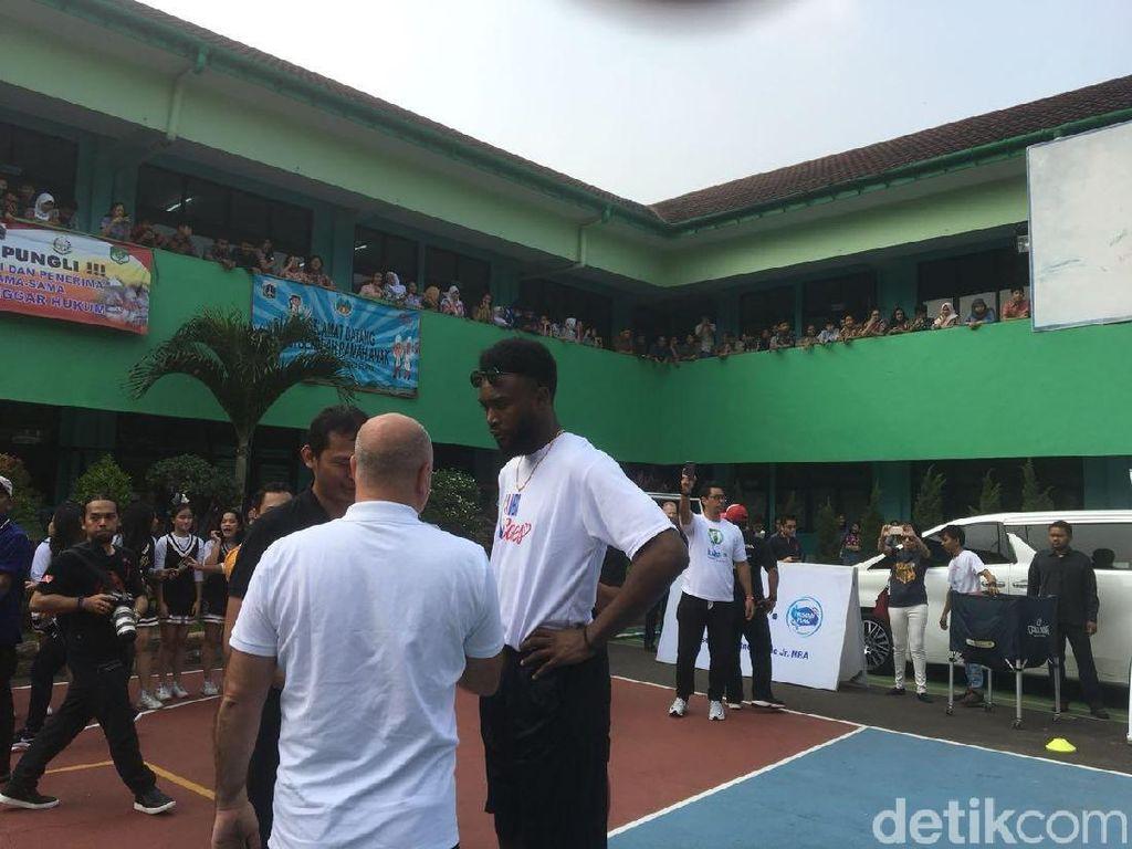 Pemain Boston Celtics Berbagi Kisah ke Siswa SMA Jakarta