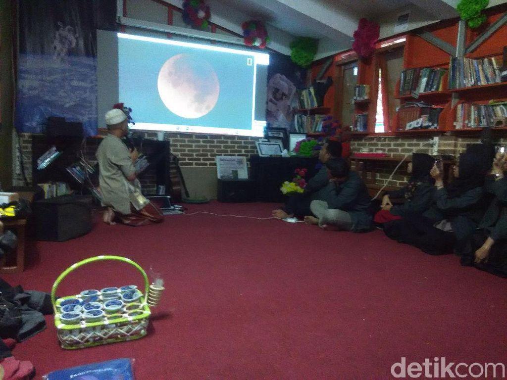 Gerhana Bulan Total, Desa Wisata Lembang Gelar Pasar Purnama