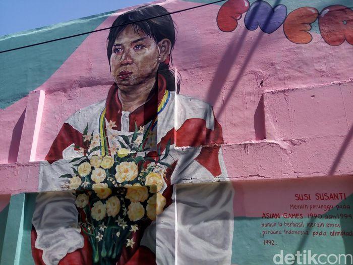 Salah satu mural yang ada di Solo memunculkan Susy Susanty. Susy adalah pahlawan Indonesia di Olimpiade 1992 saat memberi medali emas pertama untuk kontingen Merah Putih. (Bayu Ardi Isnanto/detikcom)