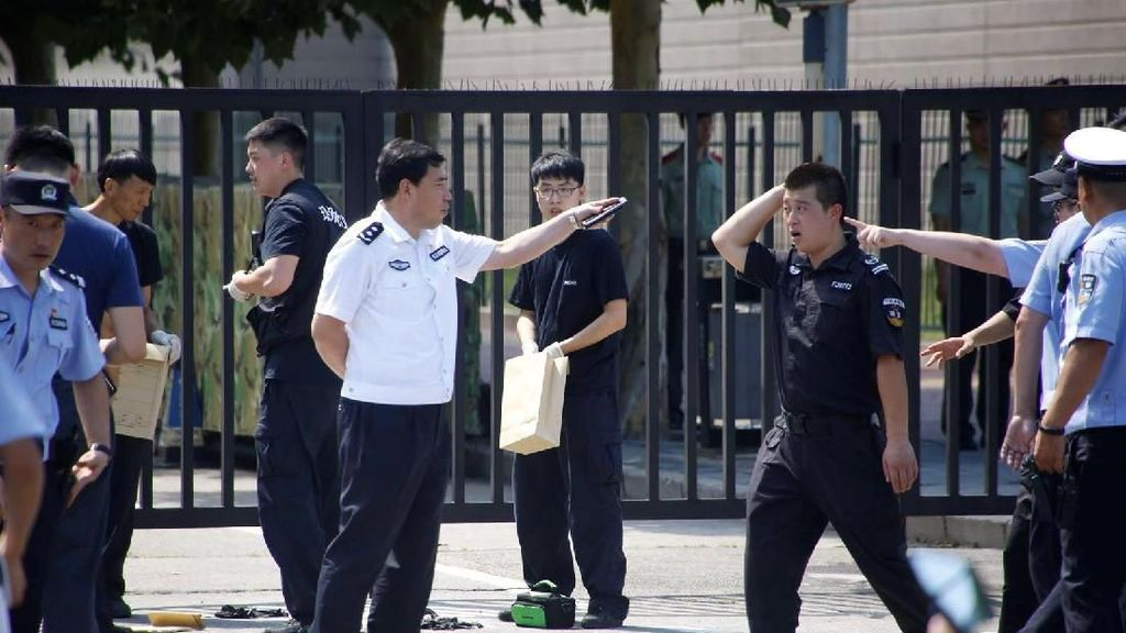 Foto: Ledakan Terjadi di Dekat Kedubes AS di Beijing