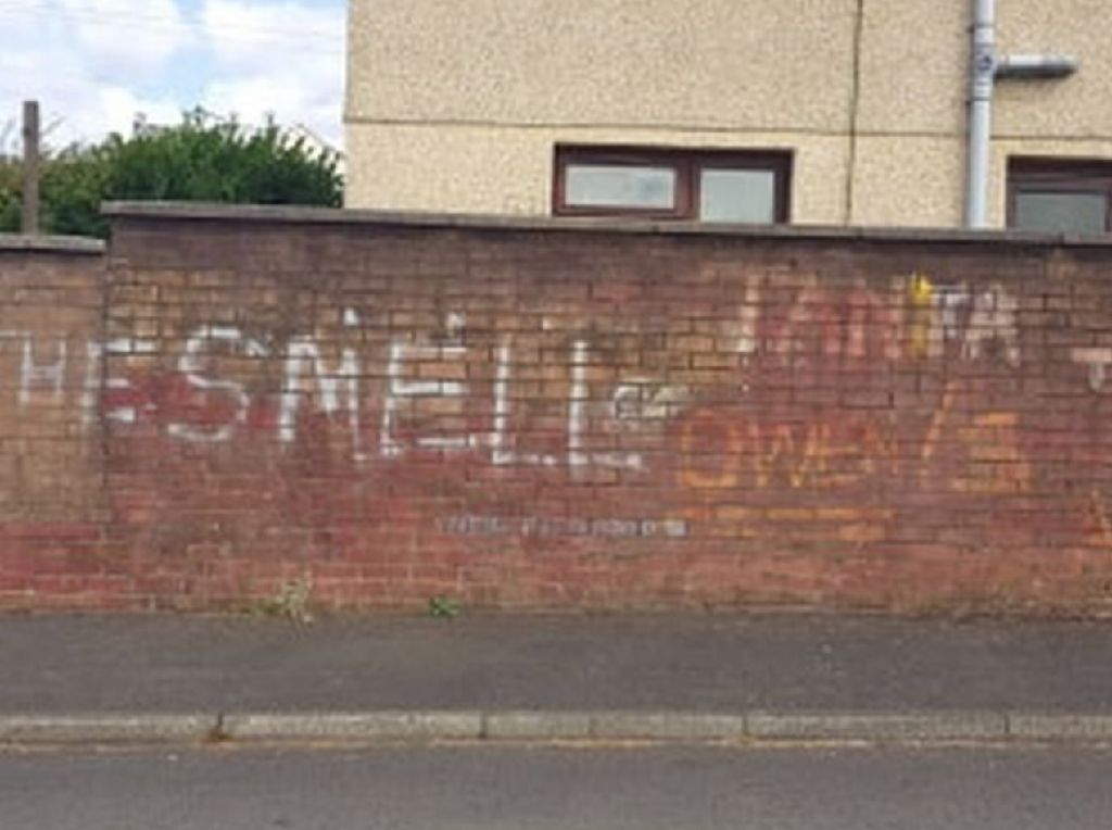 Warga Desa di Wales Hidup Tak Tenang Dihantui Bau Menyengat