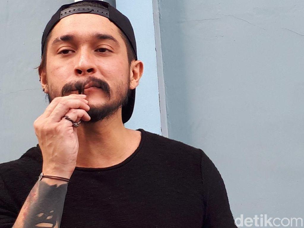 Miller Khan Belajar Nyanyi 2 Bulan Demi Debut di Drama Musikal