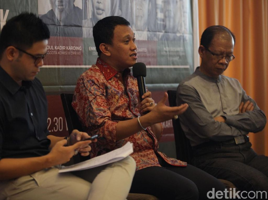 Diskusi Menyelamatkan Industri dan Pekerja Rokok Kretek