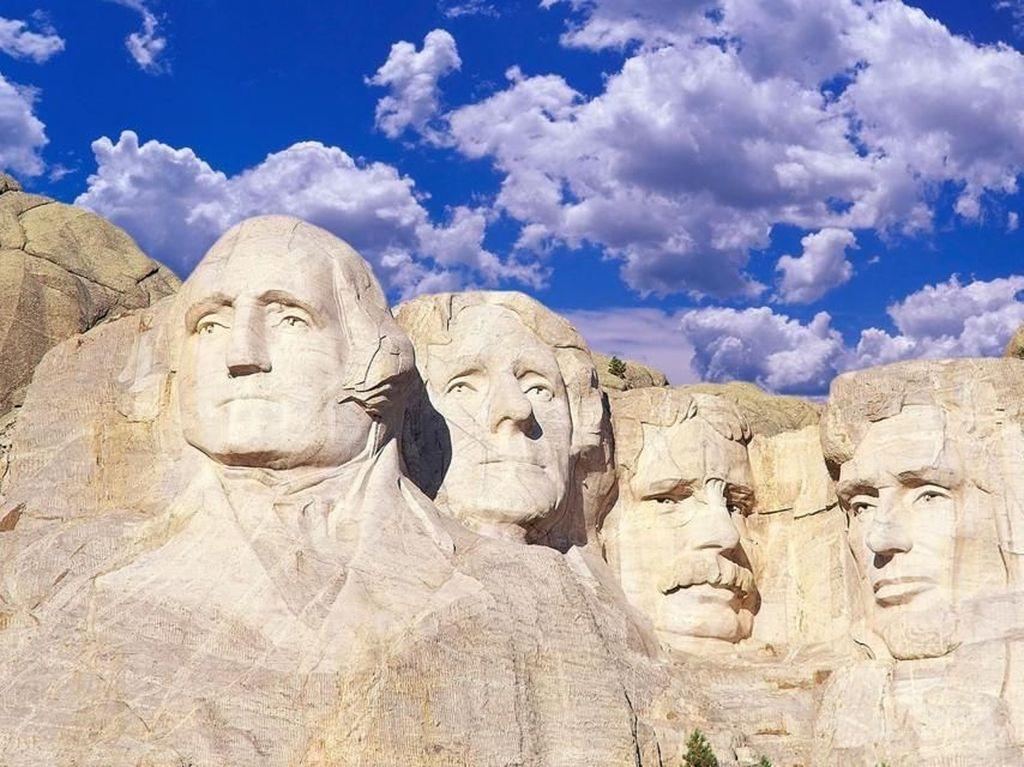Daki Gunung 4 Presiden AS, Pria 19 Tahun Didenda Rp 14 Juta