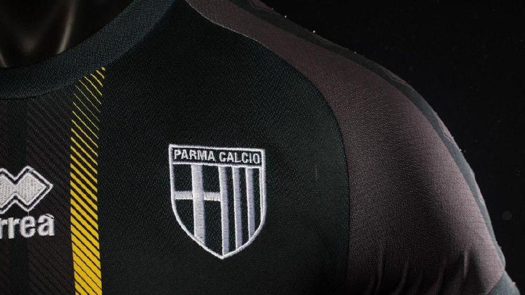Hitam dan Elegannya Jersey Baru Parma