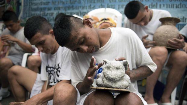 Merajut Jadi Program Rehabilitasi Anggota Geng El Salvador
