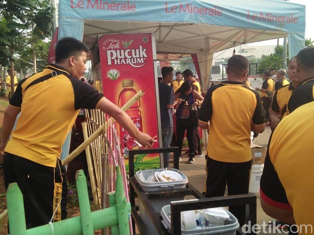 Polda Metro Bersih-bersih hingga Tanam Pohon di Kalijodo