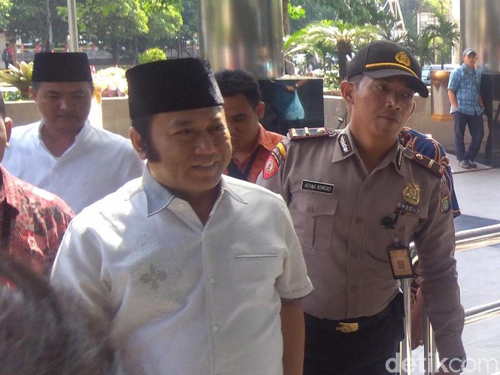 Foto: Senyum Bupati Lampung Selatan Saat Tiba di Gedung KPK