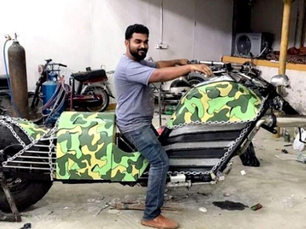Pria Ini Bikin Motor Chopper Sepanjang 4 Meter
