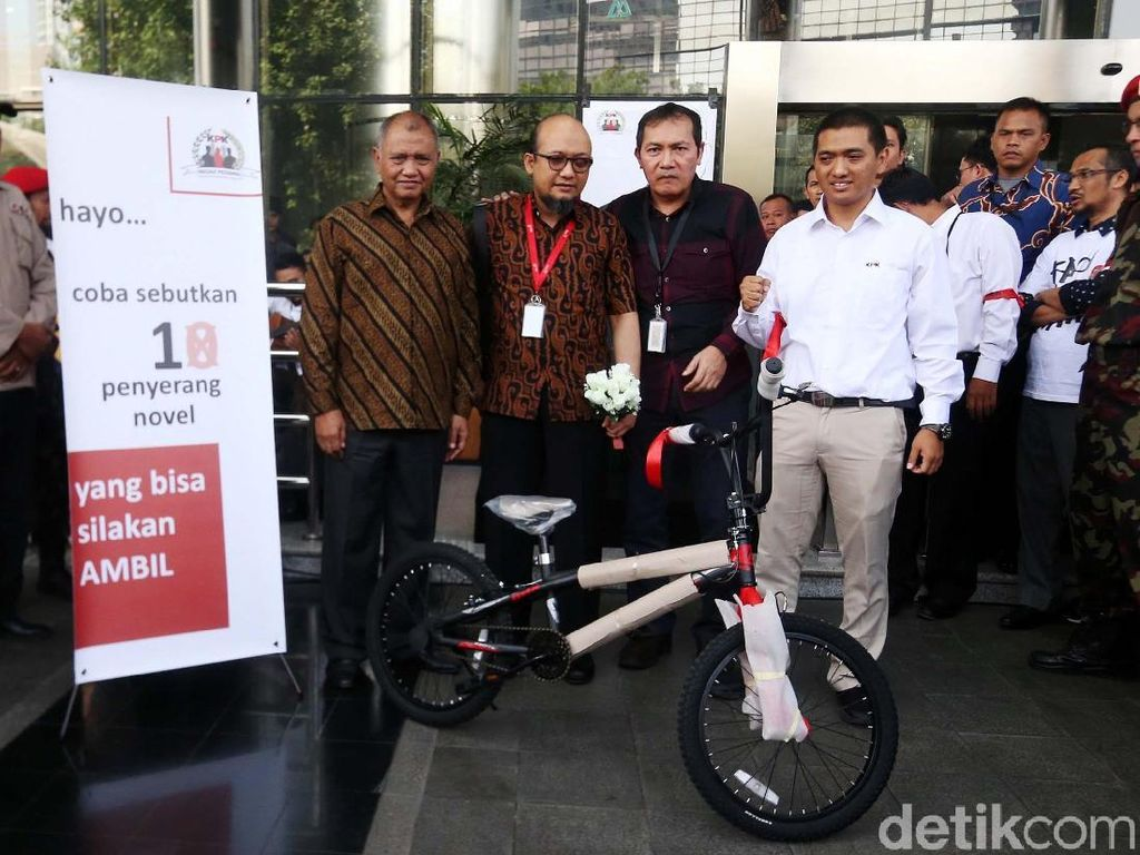 Sepeda dari Pegawai KPK untuk Pengungkap Serangan ke Novel