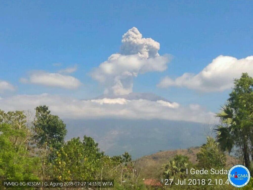 Gunung Agung Erupsi, Warga Diimbau Jauhi Radius 4 Kilometer