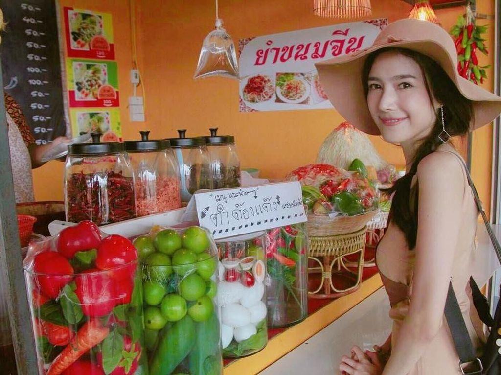Cantiknya Nattasha Nauljam, Aktris Thailand yang Doyan Jajan Salad Hingga Mi