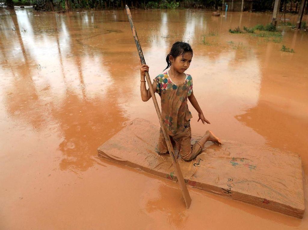 Tim Penyelamat Gua Thailand Selamatkan Bayi dari Banjir Laos