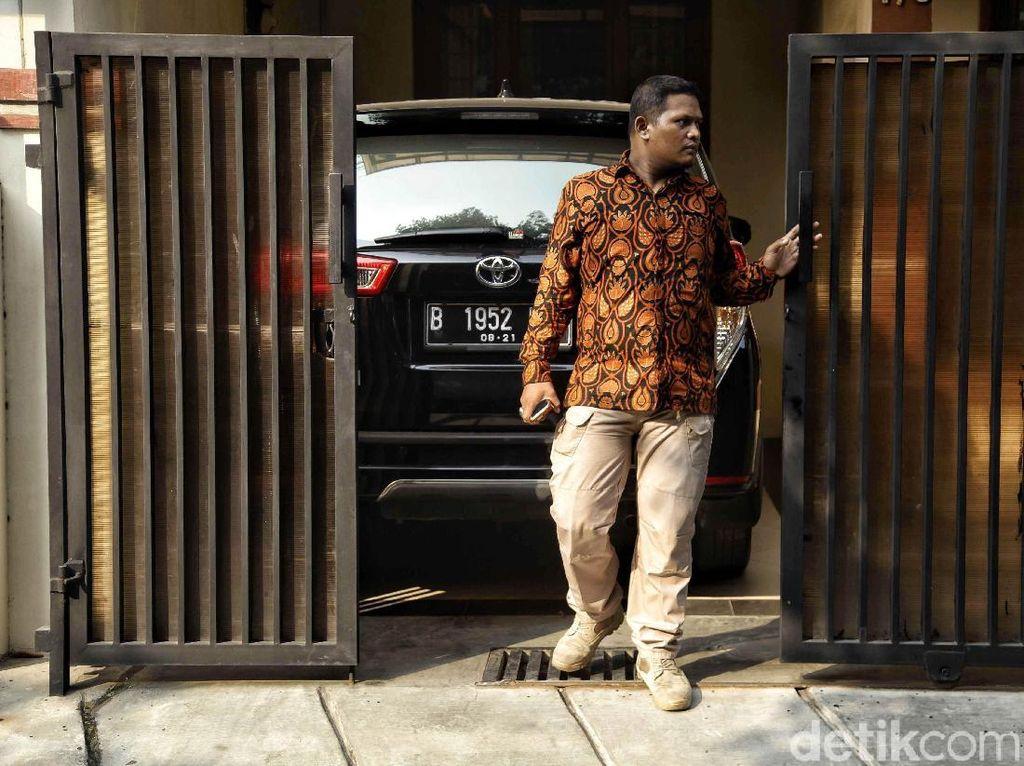 Pamdal KPK Tongkrongi Rumah Novel Baswedan