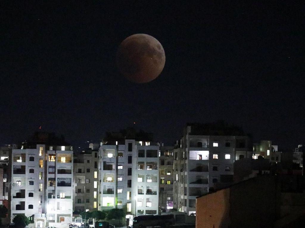 Gerhana Bulan Total Terlama Abad Ini Berangsur Usai
