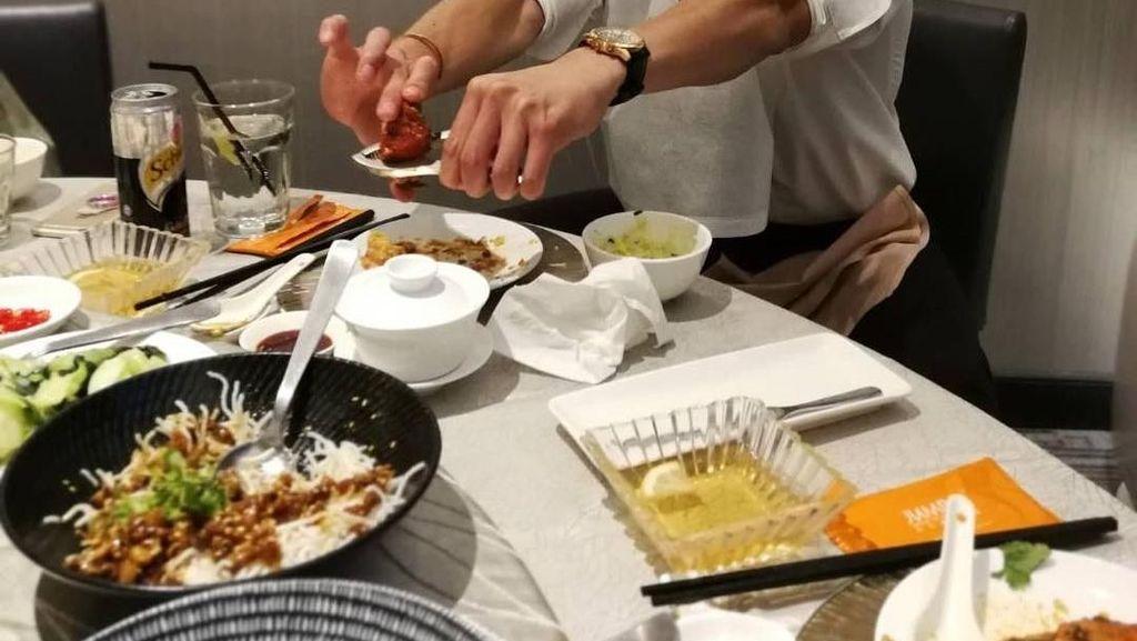 Mengintip Gaya Makan Seafood, Nichkun 2 PM yang Kini Main di Film Brother of the Year