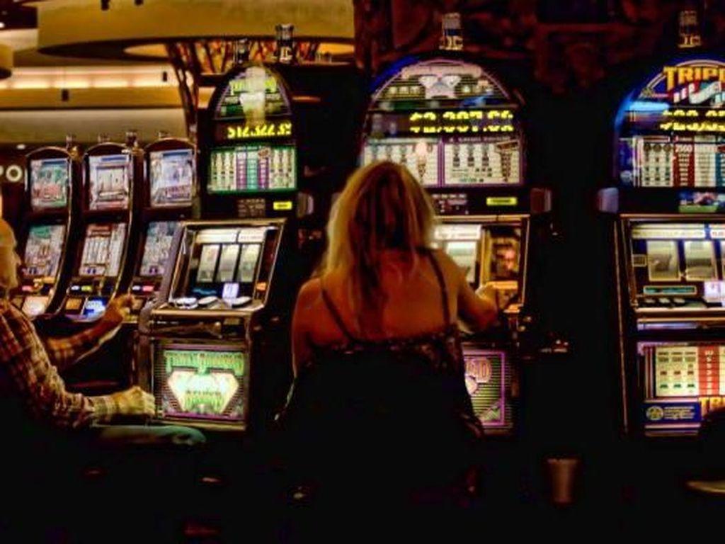 Iseng Main Mesin Poker di Bandara, Traveler Ini Menang Rp 4,3 M
