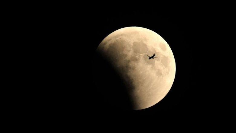 Gerhana Bulan Total dari Jepretan Lensa yang Menakjubkan