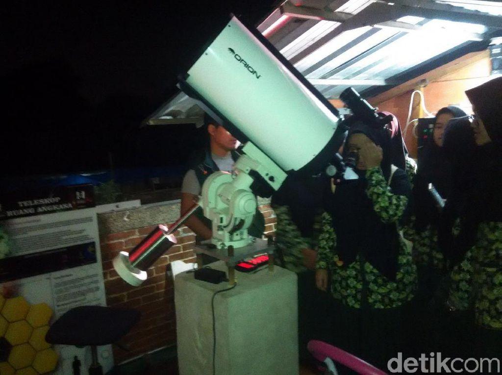 Melihat Serunya Pemantauan Gerhana Bulan di Imah Noong Lembang